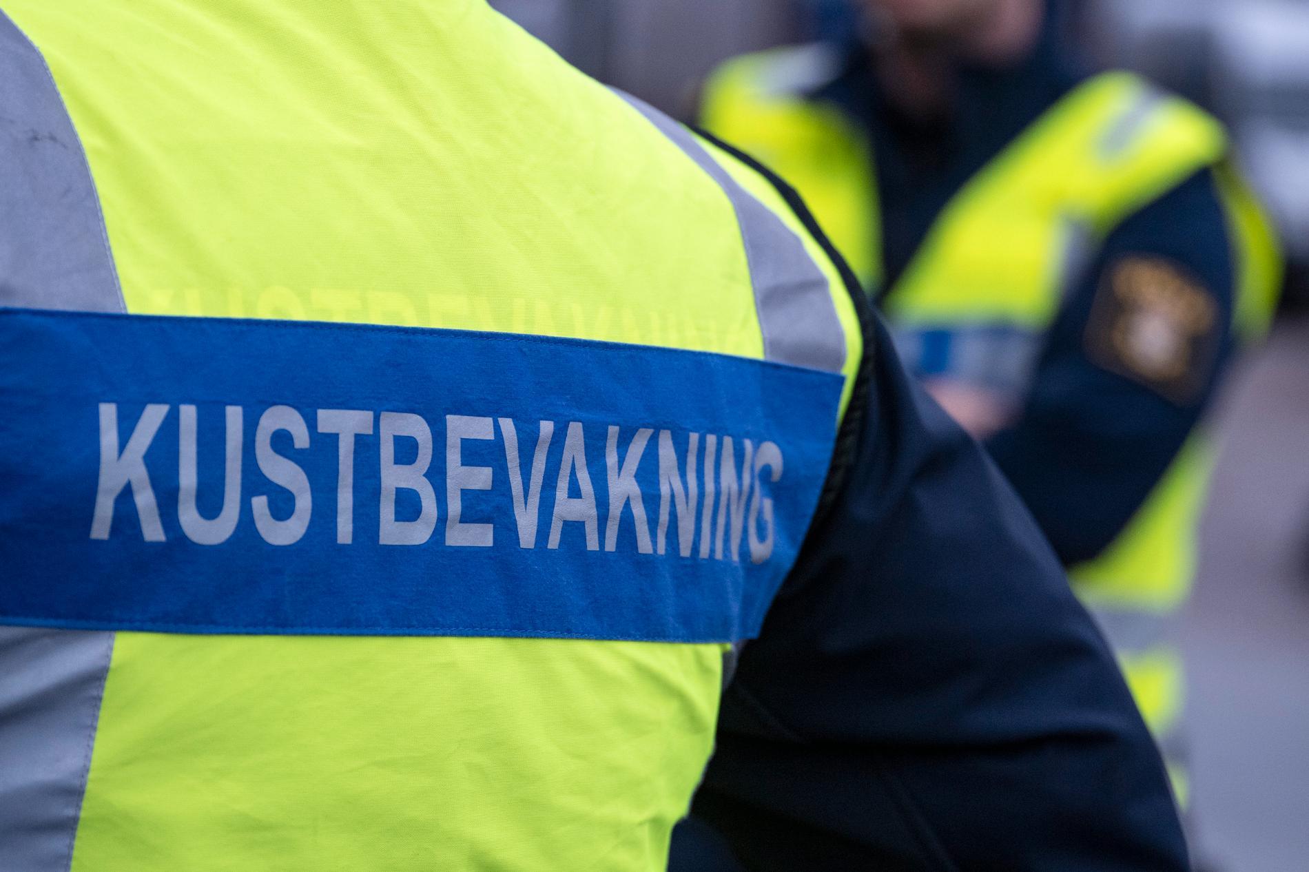 En man i 25-årsåldern misstänks för brott mot sjölagen efter att ha rammat en av Kustbevakningens båtar med sin fritidsbåt i hamninloppet till Hudiksvall. Arkivbild.