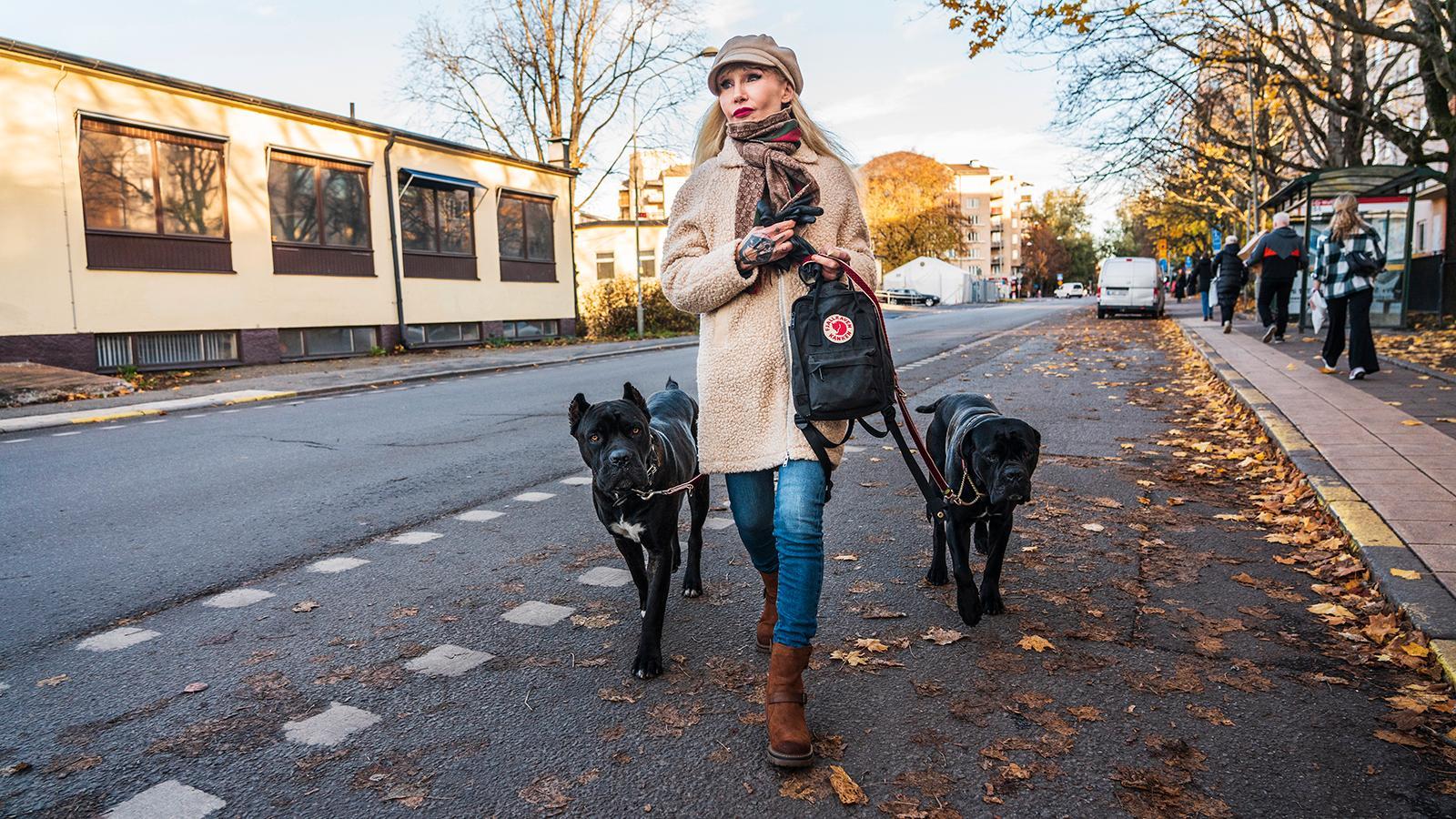 Författaren Unni Drougge har fått en av sina hundar omhändertagen – nu har Länsstyrelsen beslutat att Hipster ska avlivas.