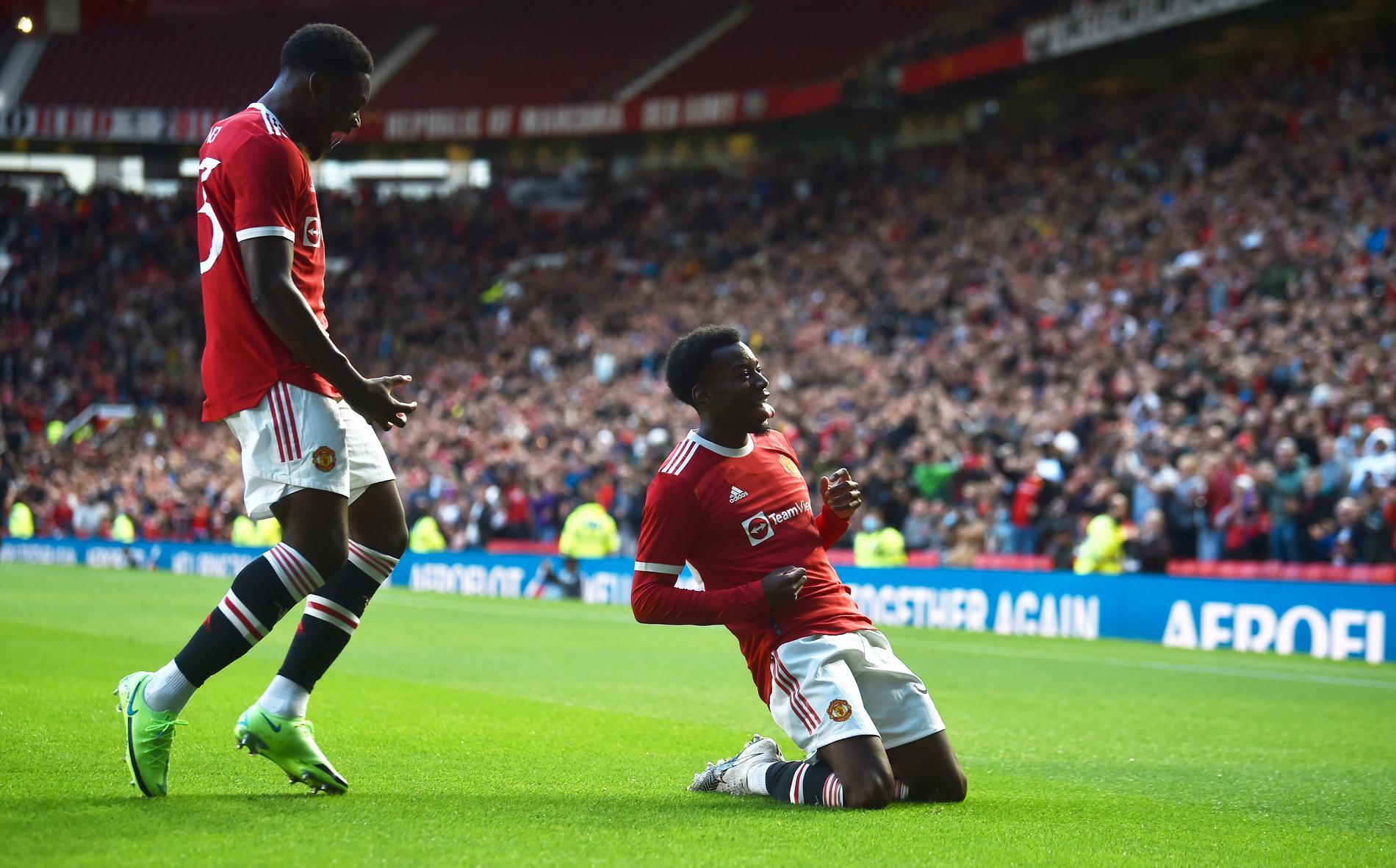 Anthony Elanga firar sitt mål på Old Trafford.