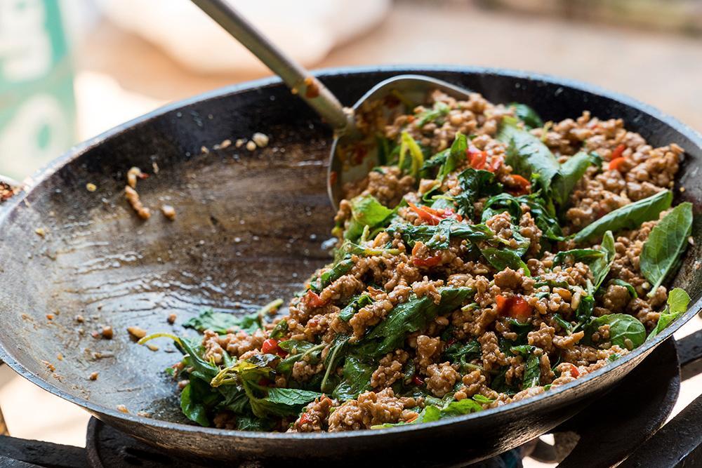 Wokad kycklingfärs med thaibasilika