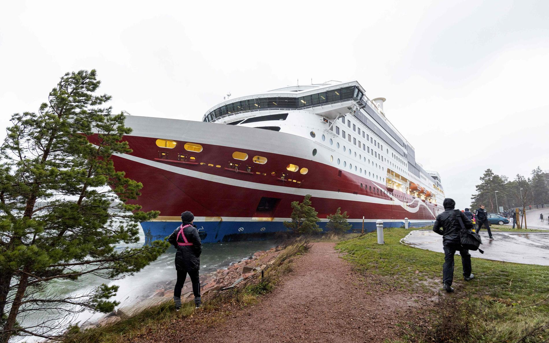 Viking Grace har gått på grund utanför Mariehamn