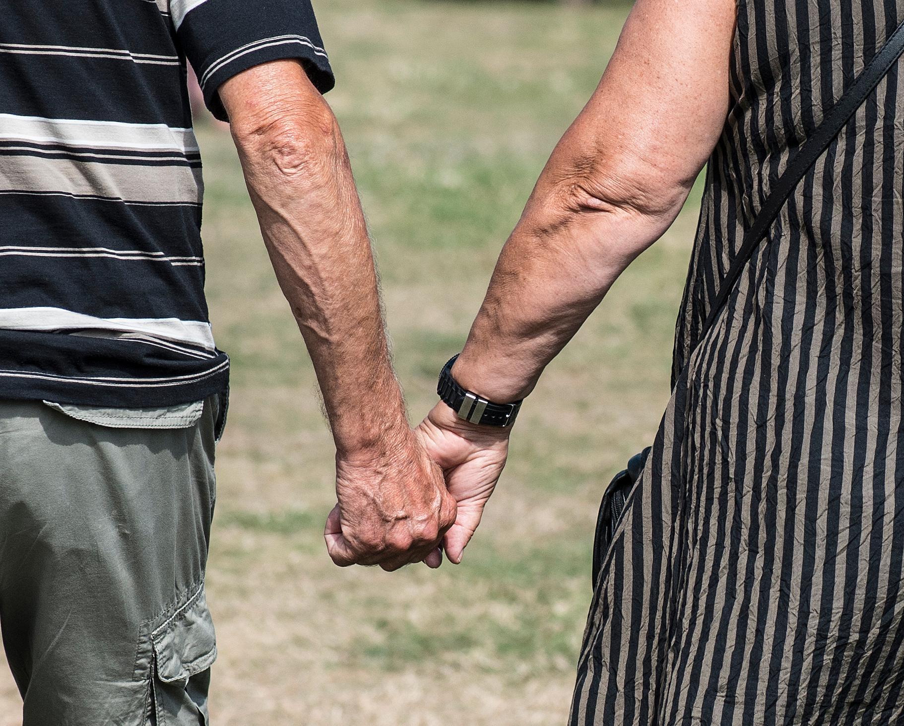 1,4 miljoner personer över 65 år får skatten sänkt med upp till 2 500 kronor per år.