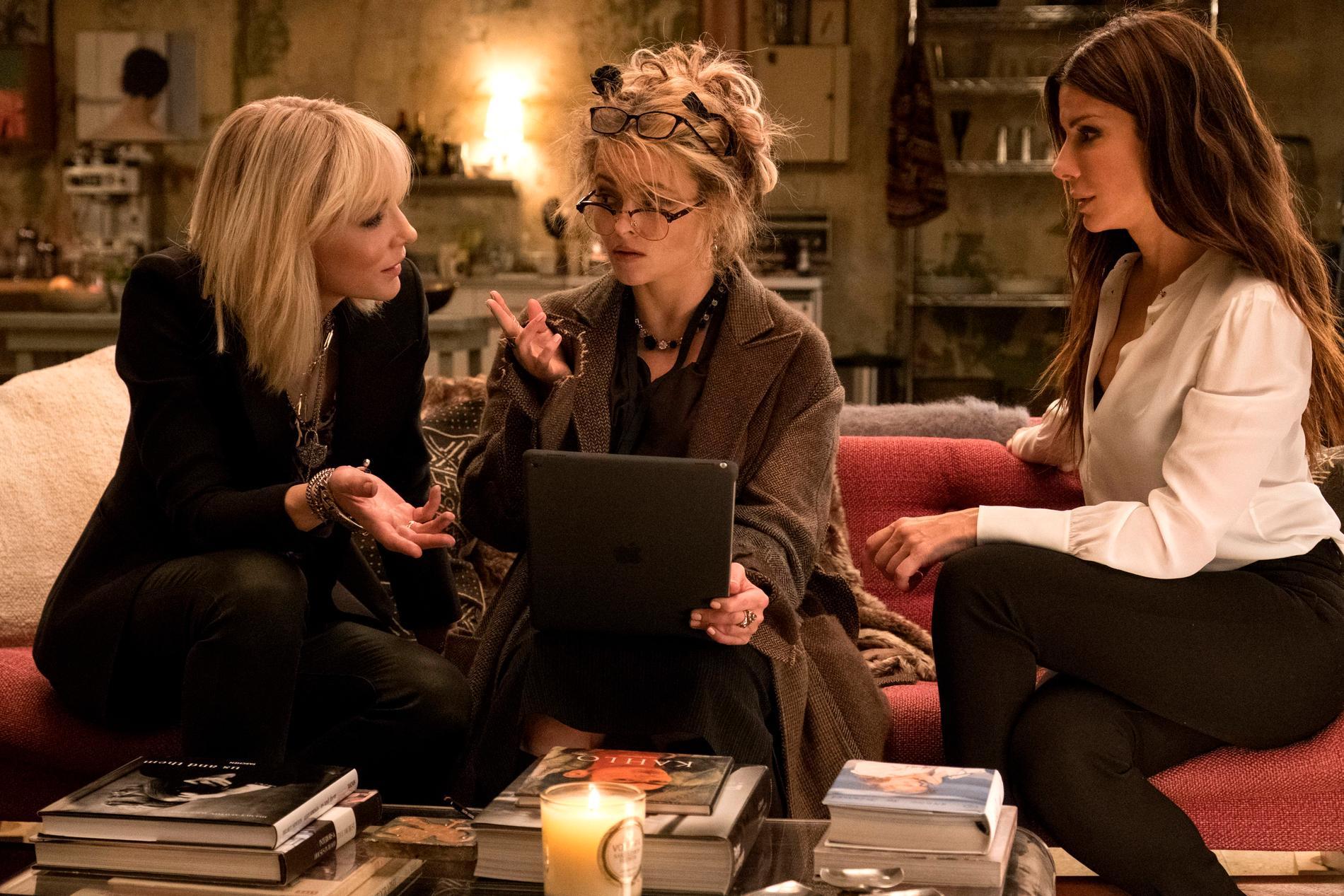 """Cate Blanchett, Helena Bonham Carter och Sandra Bullock i """"Oceans 8""""."""