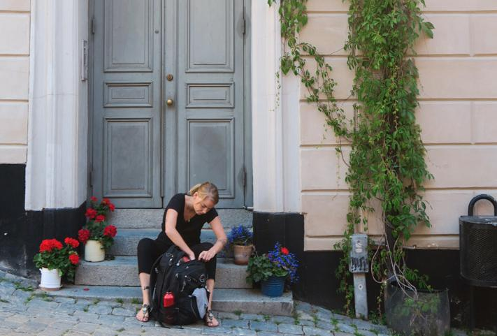 Hur länge Evelina ska stanna i Sverige är oklart, men minst till hösten.