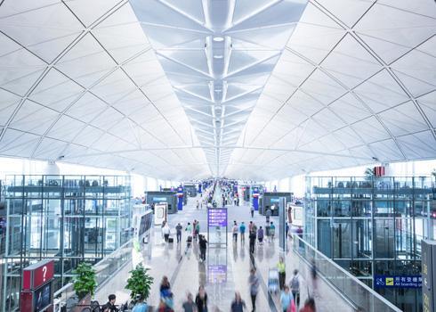 På Hongkong International Airport finns golf, konst och lekland.