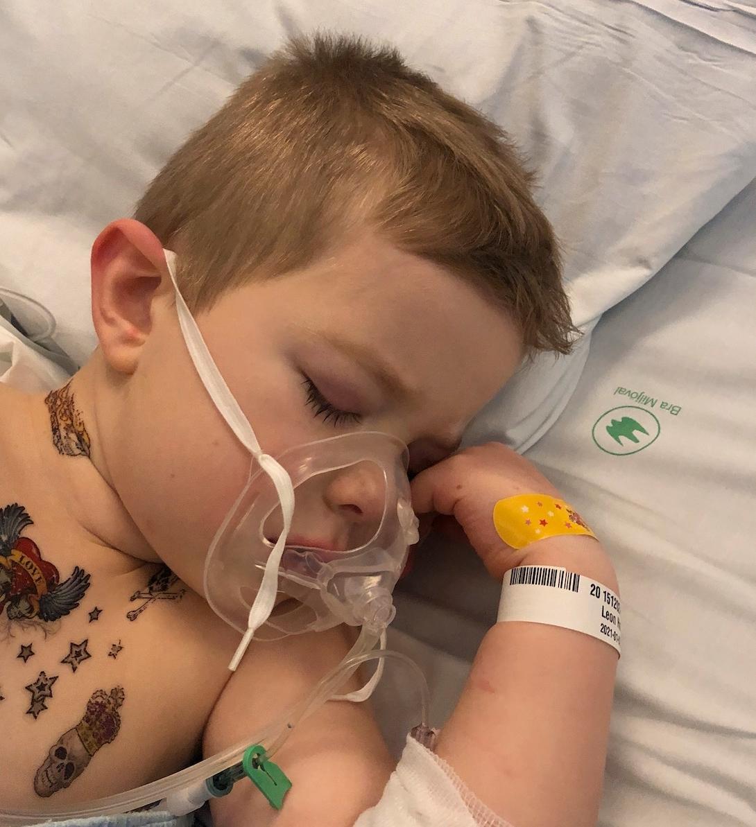 Leon, 5, blev sjuk i hyperinflammation.