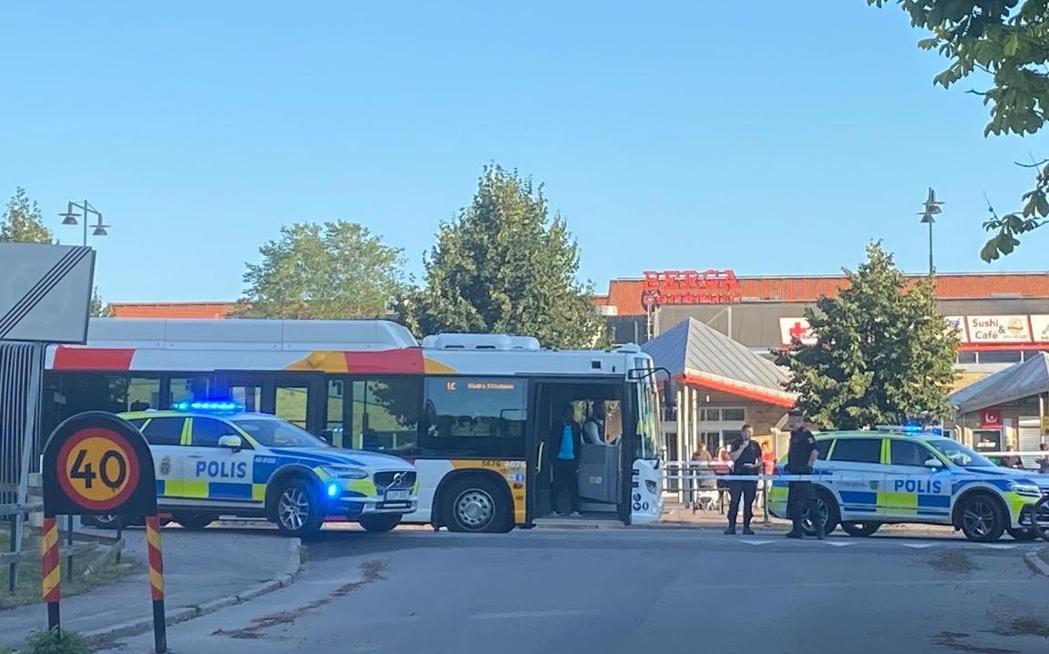 Polis på plats i Linköping.