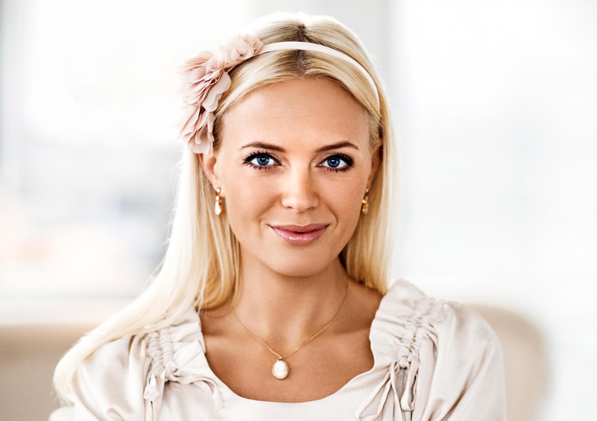 """Josephine Bornebusch som Mickan i """"Solsidan""""."""