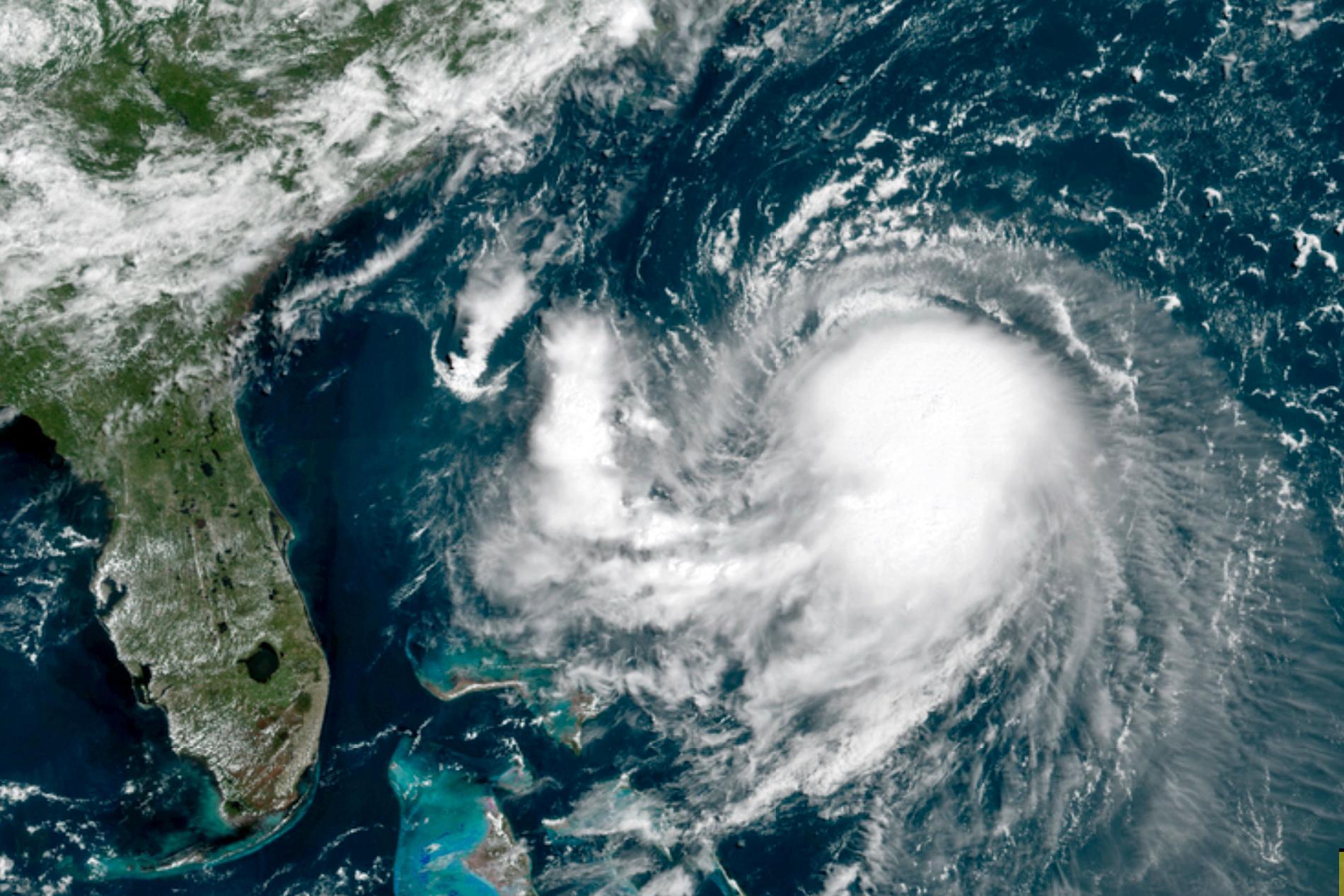 Satelitbild på orkanen Henri, över Atlanten.