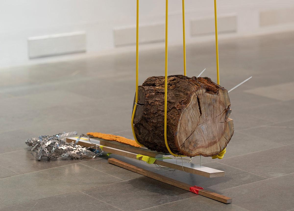 "Silje Figenschou Thoresen, hängande verk ur serien ""Den perifere beliggenhet tyder samme retning"", 2020."