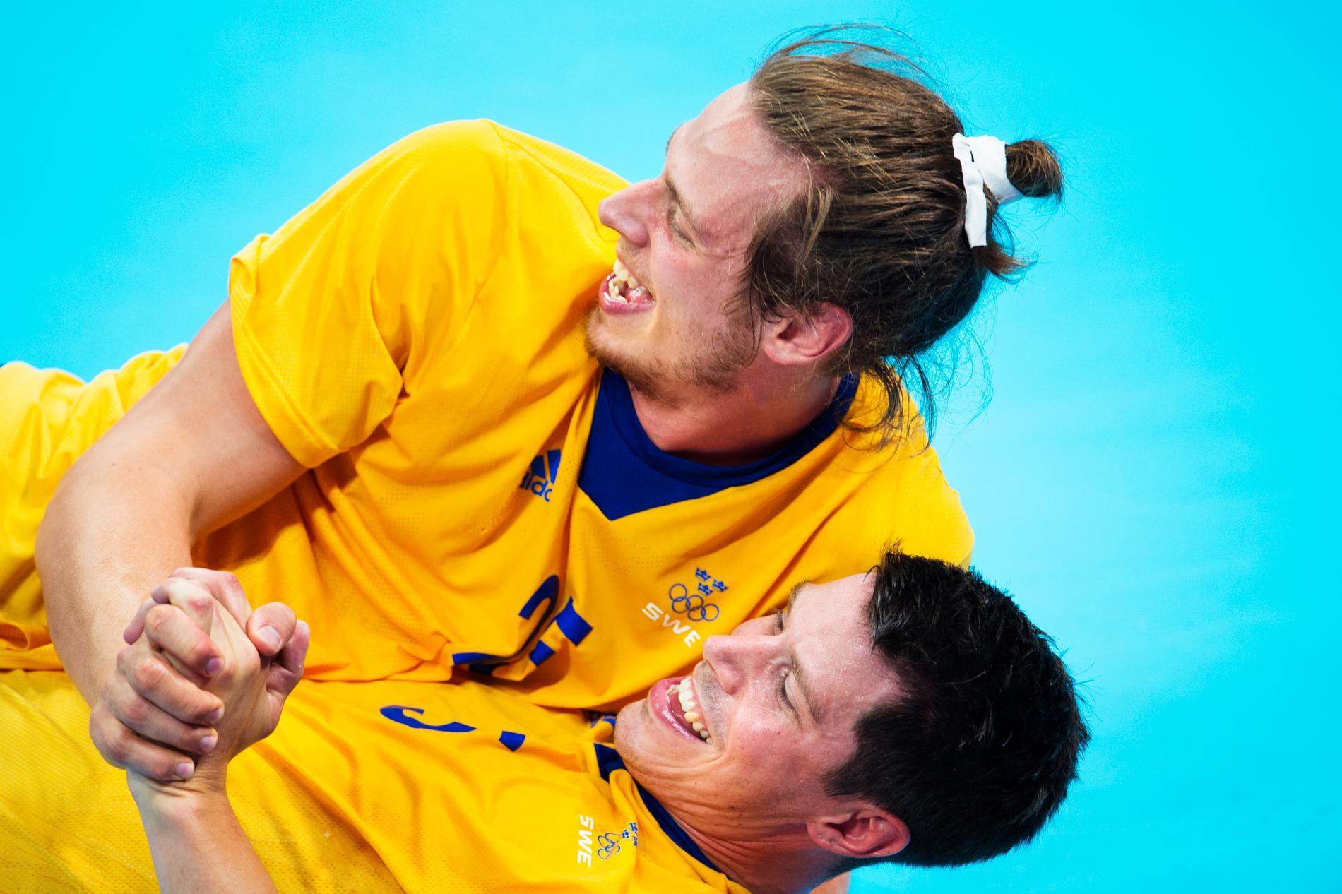 Kim x 2. Ekdahl Du Rietz och Andersson firar efter OS-semin mot Ungern 2012.