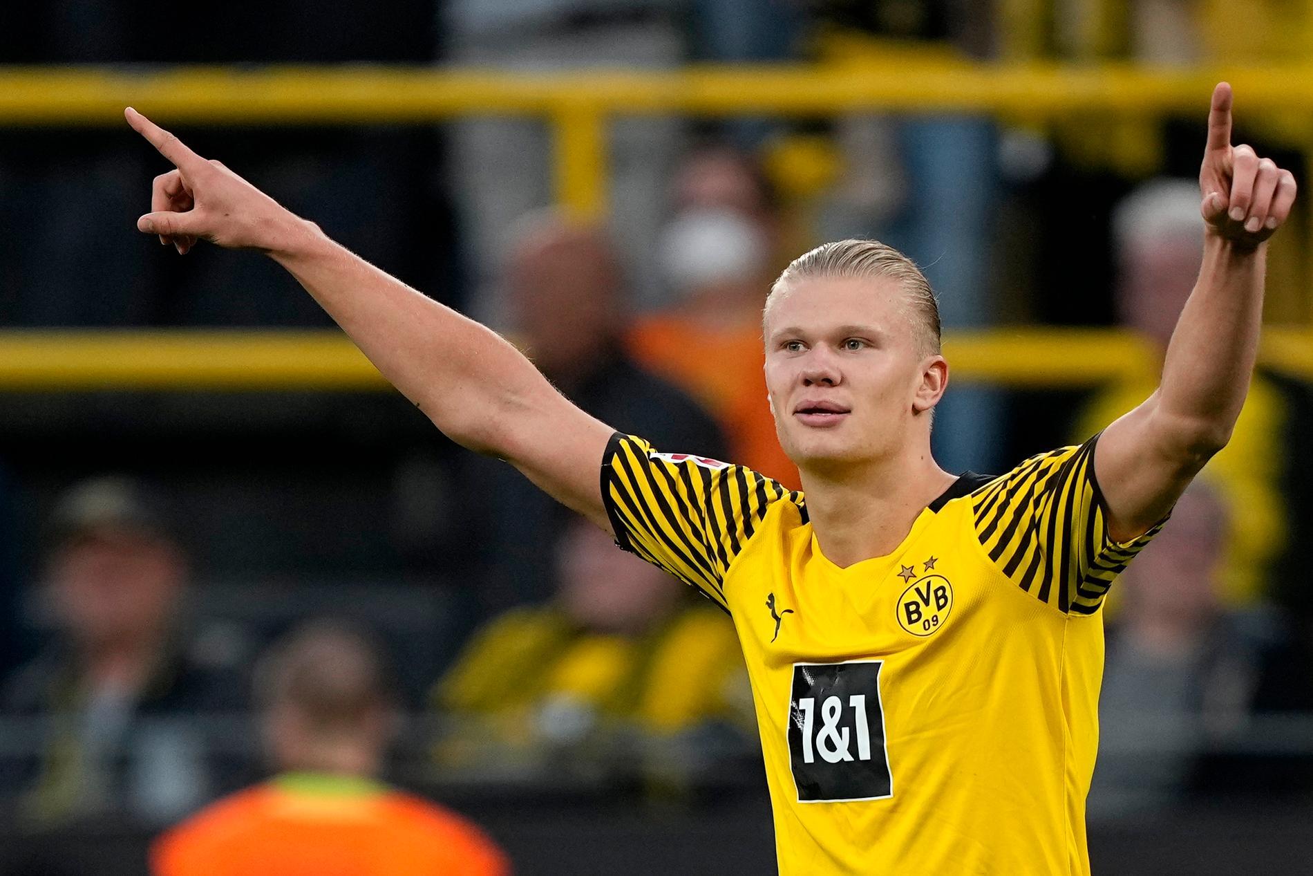 Erling Braut Haaland vräker in mål för sitt Dortmund.