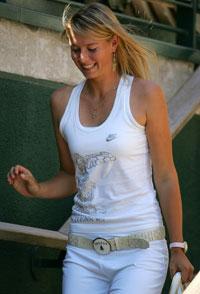 Världsetta i guld Maria Sharapova har inhandlat skor – i 18 karats guld.