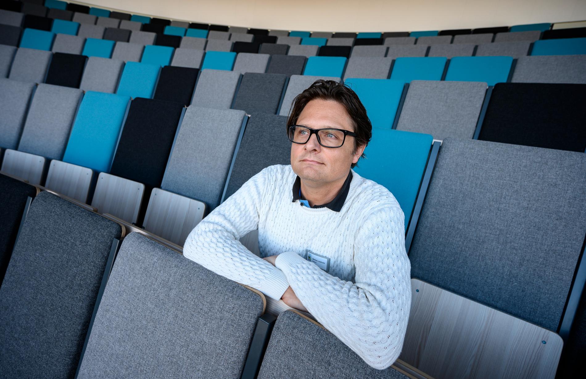 Mattias Liedholm fotograferad i samband med TT:s tidigare intervju om kommunpolitikerna i Skurups beslut om slöjförbud i skolan. Arkivbild.