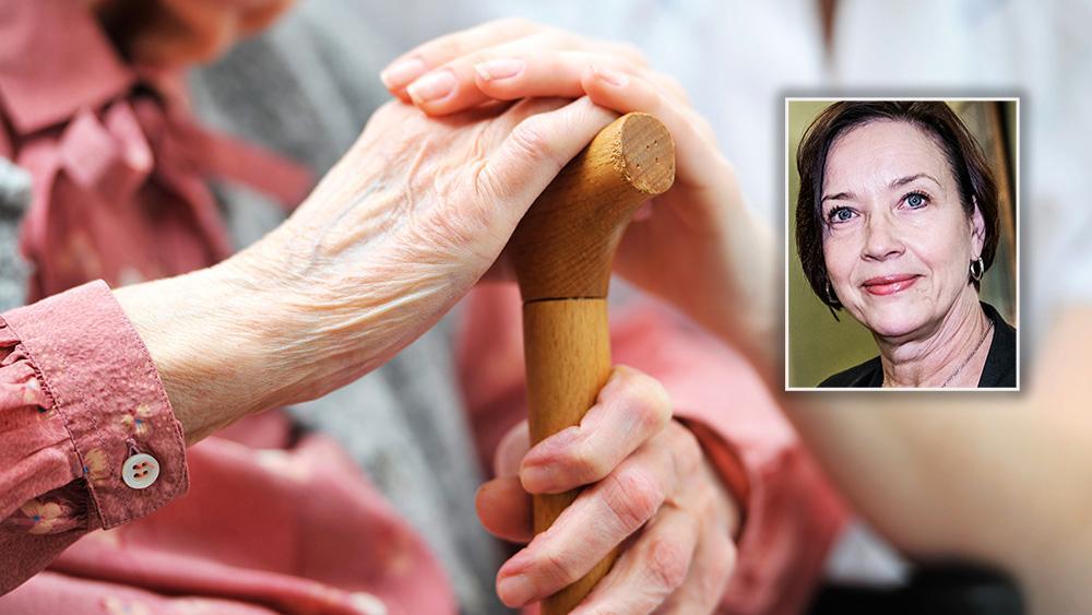 Att sjukvården successivt monteras ned har haft en enorm påverkan för äldreomsorgen. I ljuset av coronautbrottet blev detta extra tydligt, skriver Kristina Nilsson.