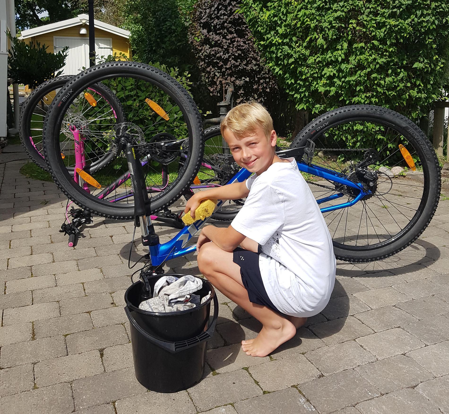 På fritiden tycker Oliver själv också mycket om att cykla.