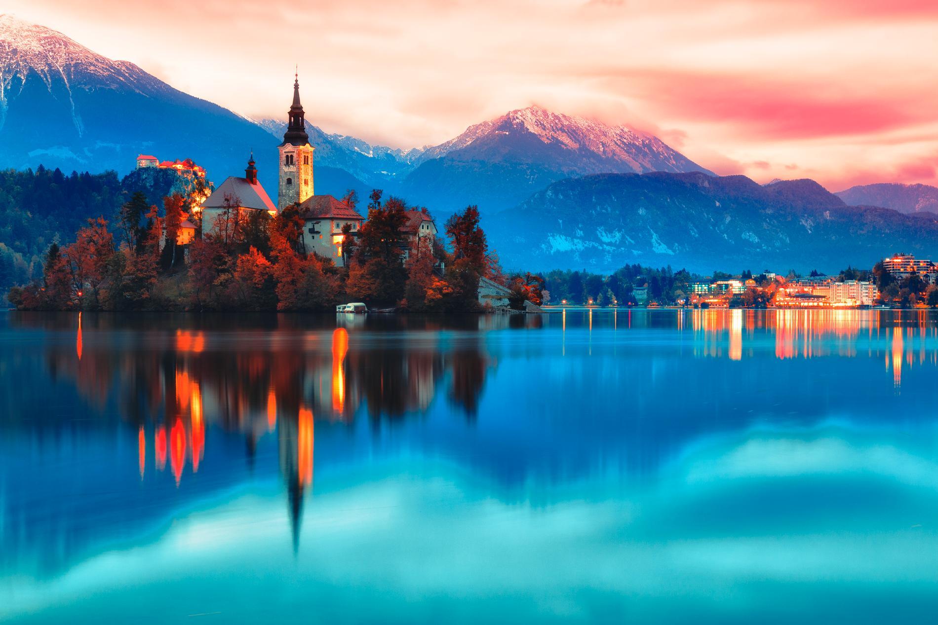 Issjön Bled är ett populärt resemål för turister.