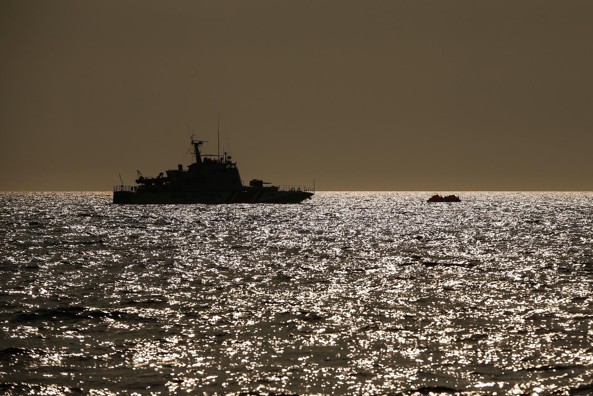 Ett turkiskt kustbevakningsfartyg i Egeiska havet. Arkivbild.