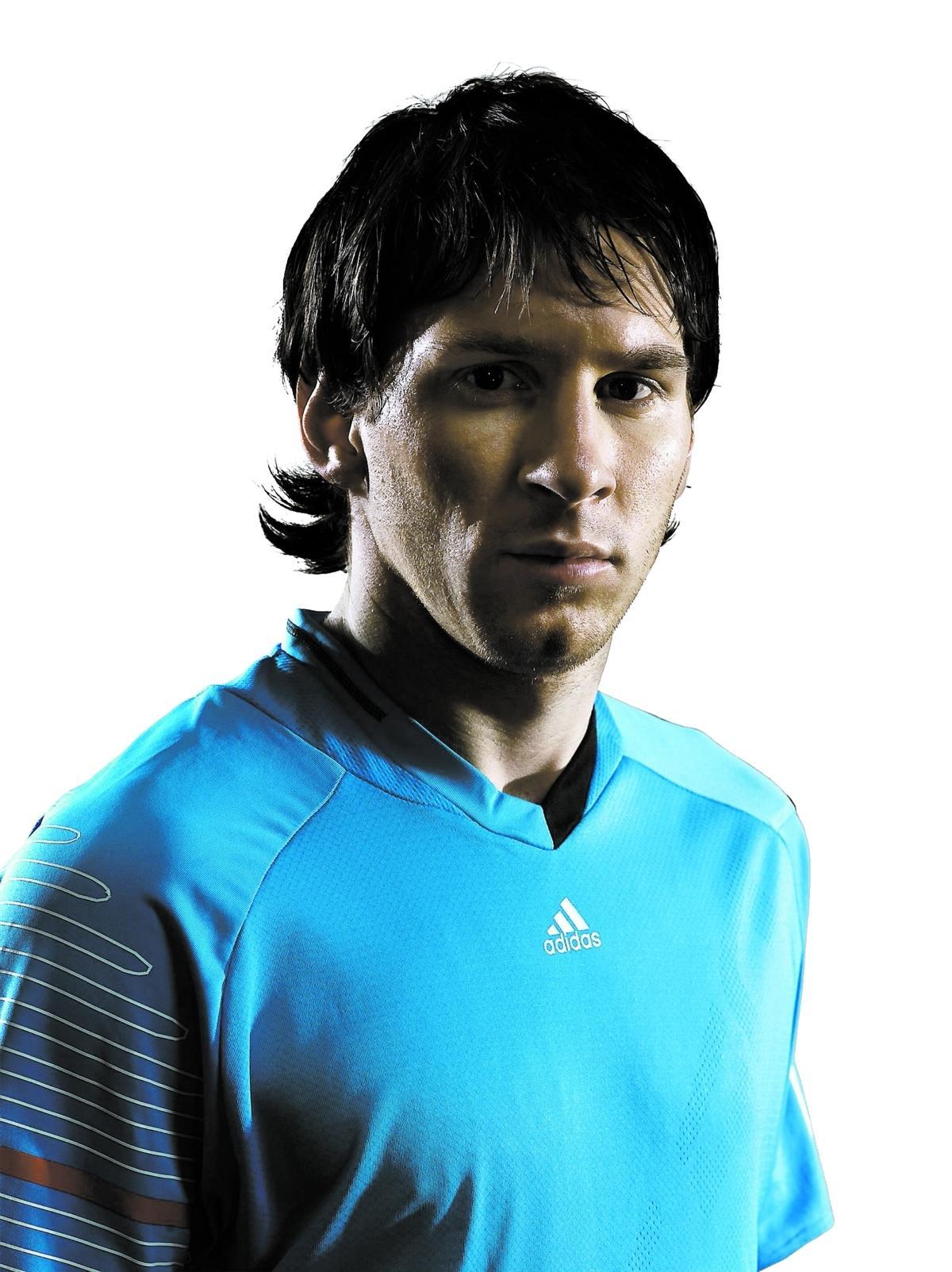 """Tror på BarÇa Linoel Messi förstår de som tippar på Manchester United i Champions League-finalen men tror själv på sitt Barcelona. """"Självklart kan vi slå dem"""", säger han."""