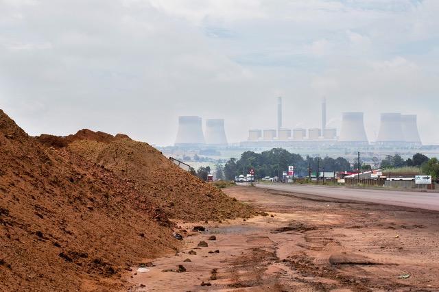 Nytt kolkraftverk under byggnation i Sydafrika. Den beräknade livslängden är 50 år.