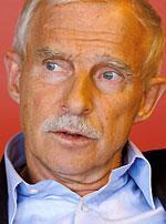 Nils Lundgren, Junilistans ordförande.