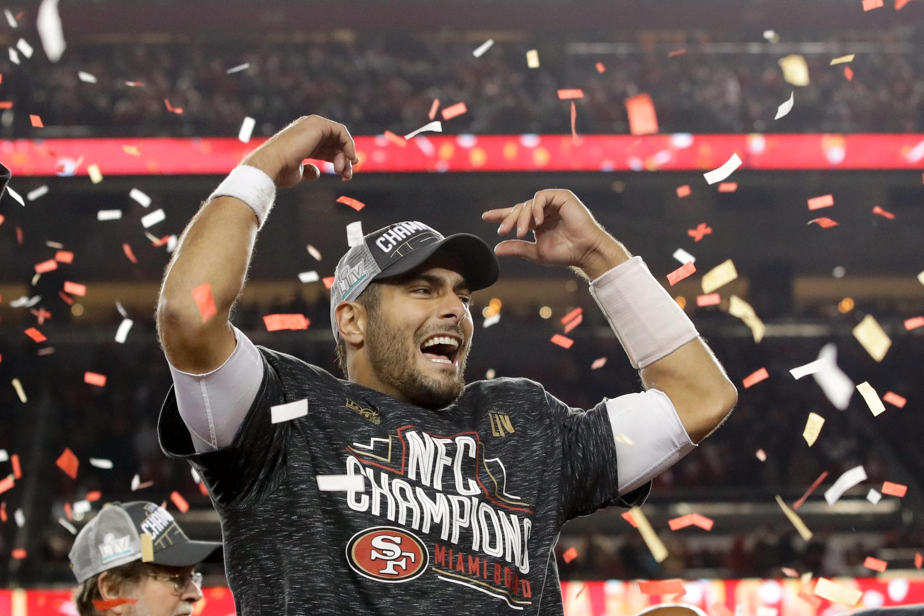 Jimmy Garoppolo, quarterback i San Francisco 49ers, firar efter nattens seger mot Green Bay Packers.