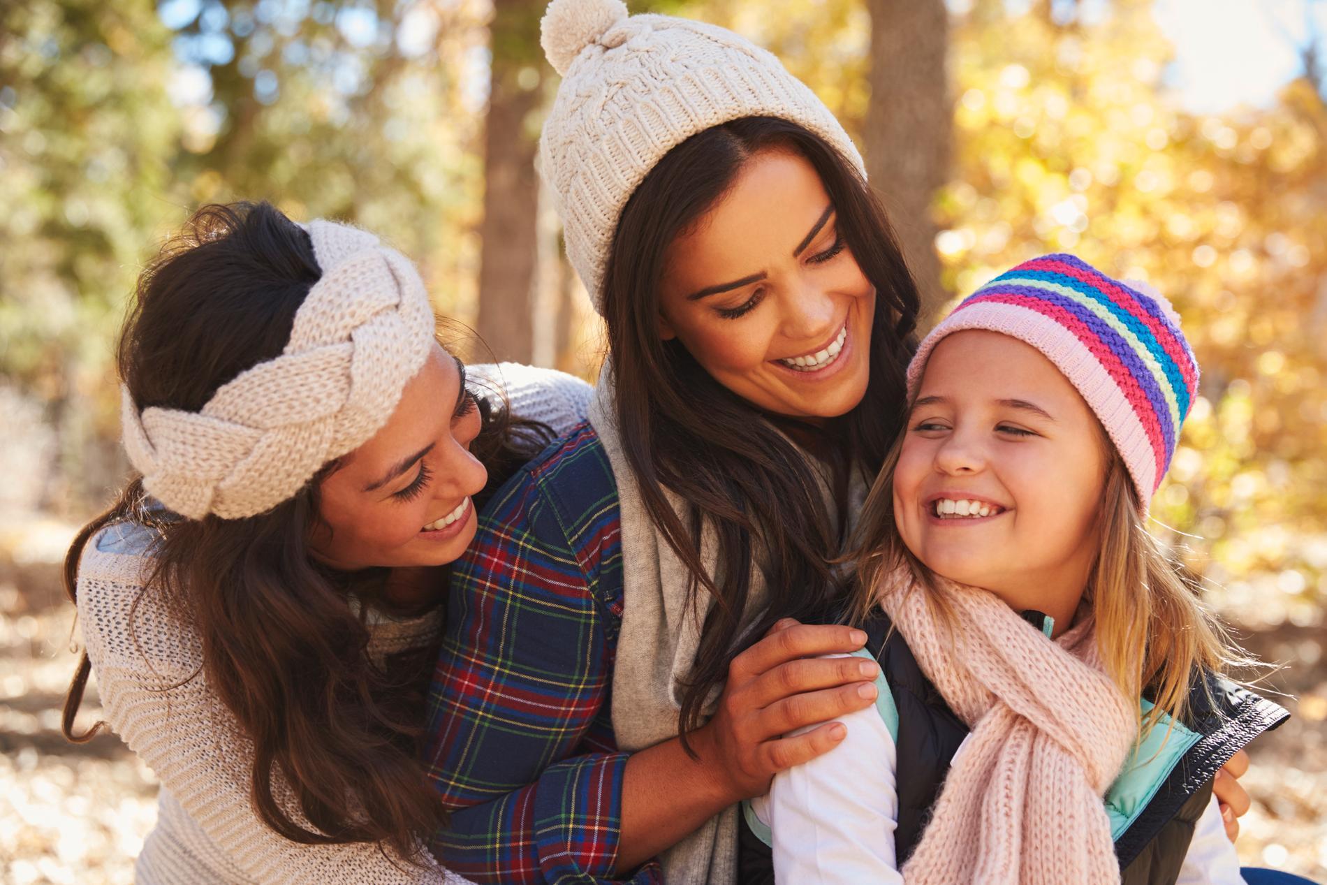 Under hela uppväxten är barnets behov av närhet lika viktig.