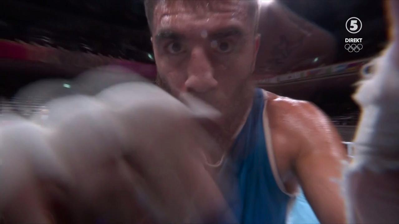 Mourad Aliev slår till kameran.