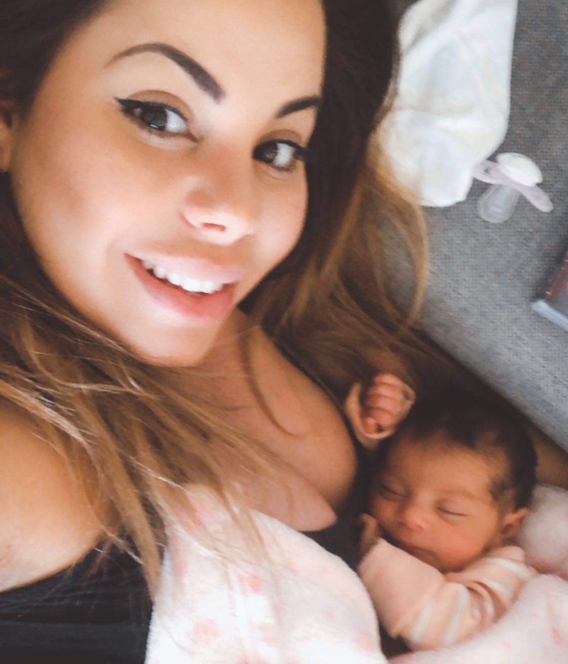 Jessica med sin dotter.