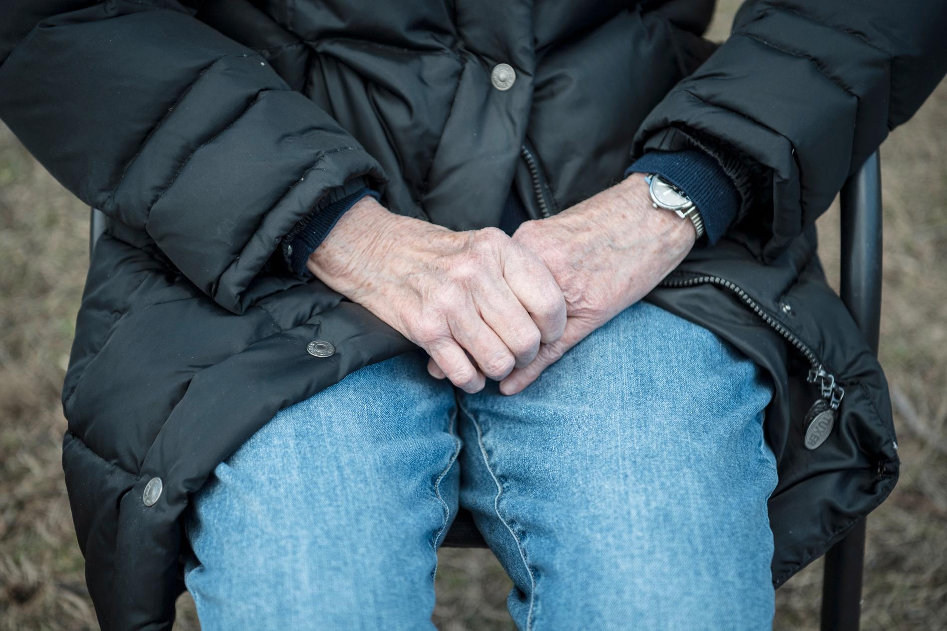 Kommuner luras på miljonbelopp när fuskare och kriminella har släppts in i hjärtat av den svenska välfärden – hemtjänsten.