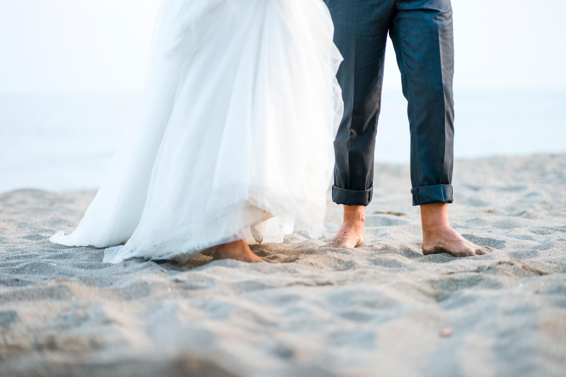 Att gifta sig utomlands blir allt mer populärt.