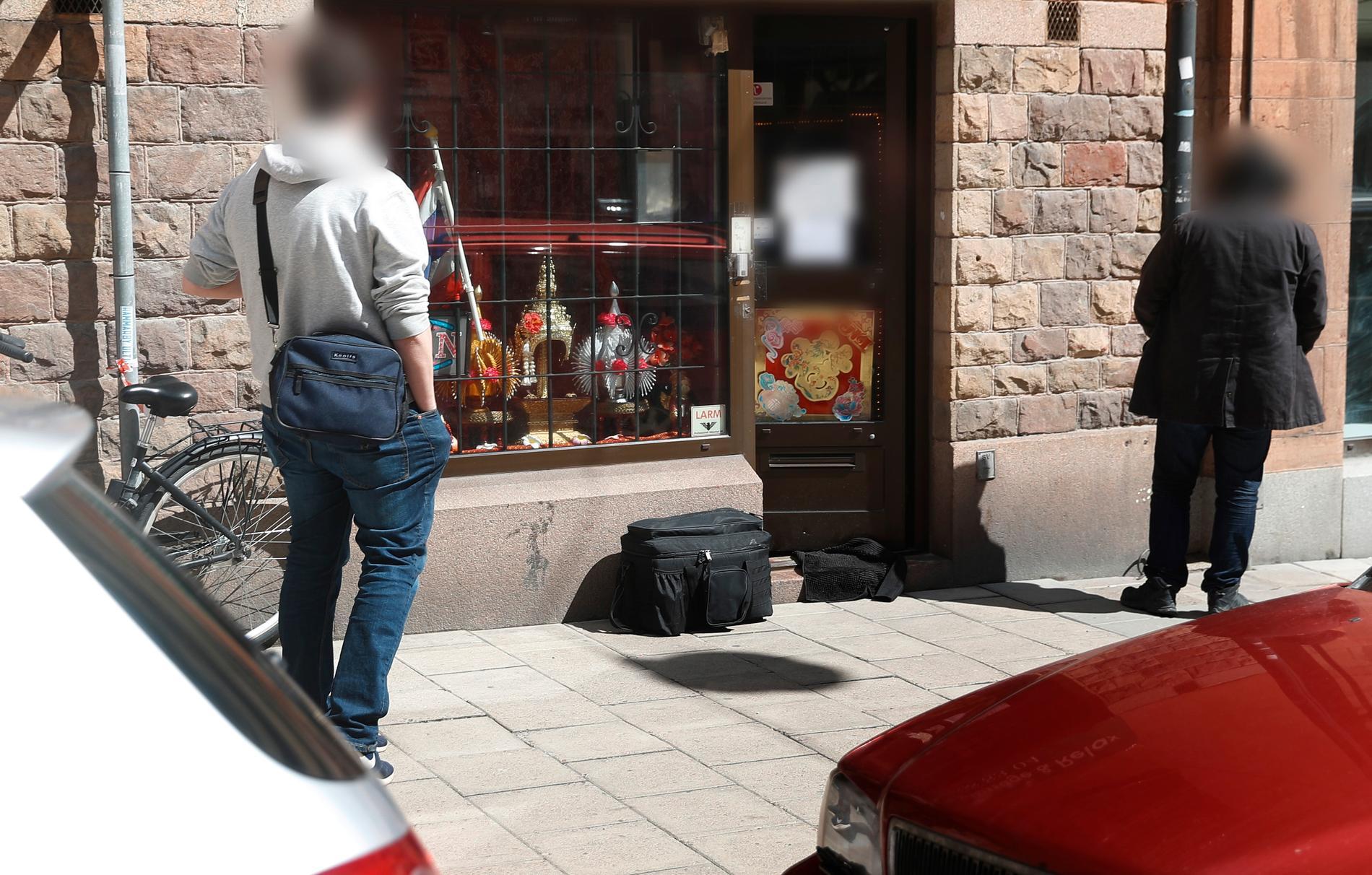 En sexköpsrazzia pågick mot en adress i centrala Stockholm på måndagseftermiddagen.