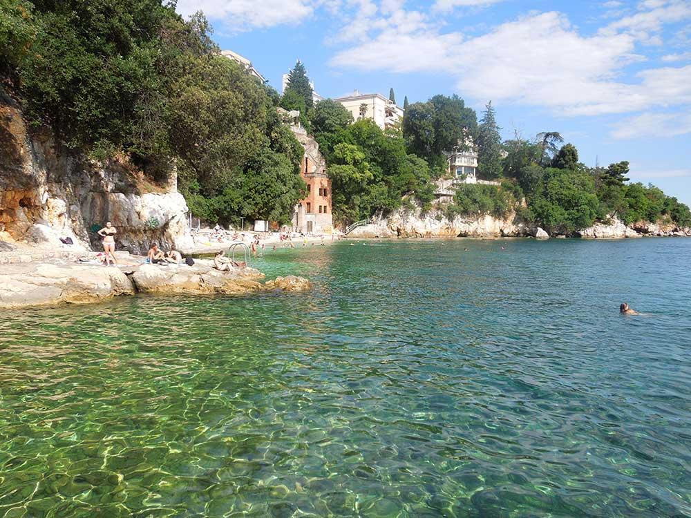 Det blev flera badutflykter i Kroatien, bland annat till den här vackra stranden strax utanför Rijeka i Kvarner-distriktet.