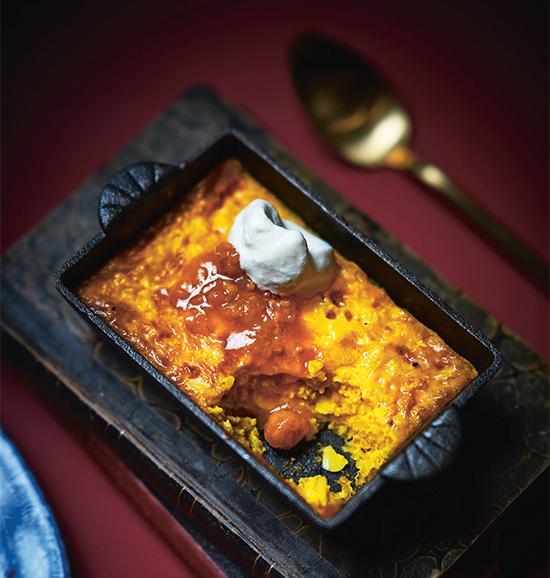 Gyllengul och vacker - saffranspannkaka. Servera gärna med hjortron.
