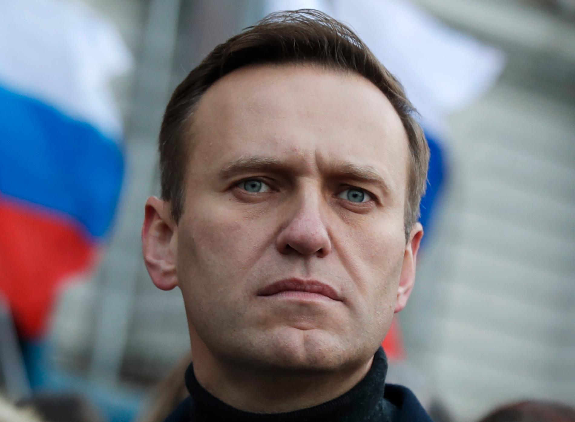 Den ryske oppositionspolitikern Aleksej Navalnyj ligger just nu i koma på ett sjukhus i Berlin.