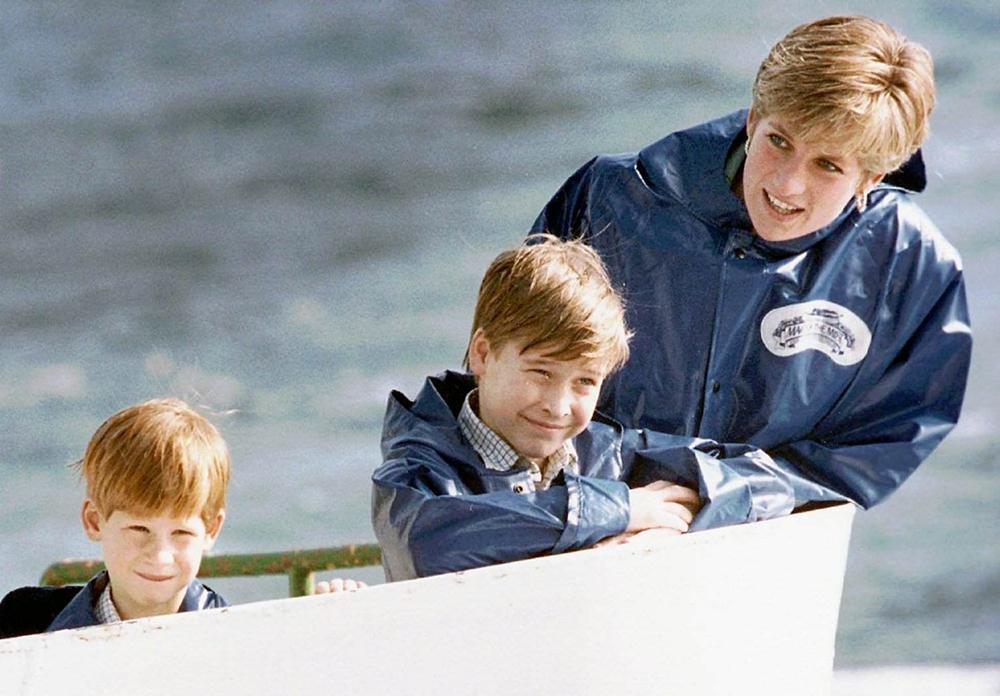 Prinsessan av Wales tillsammans med sönerna William och Harry vid Niagarafallen i USA 1991.
