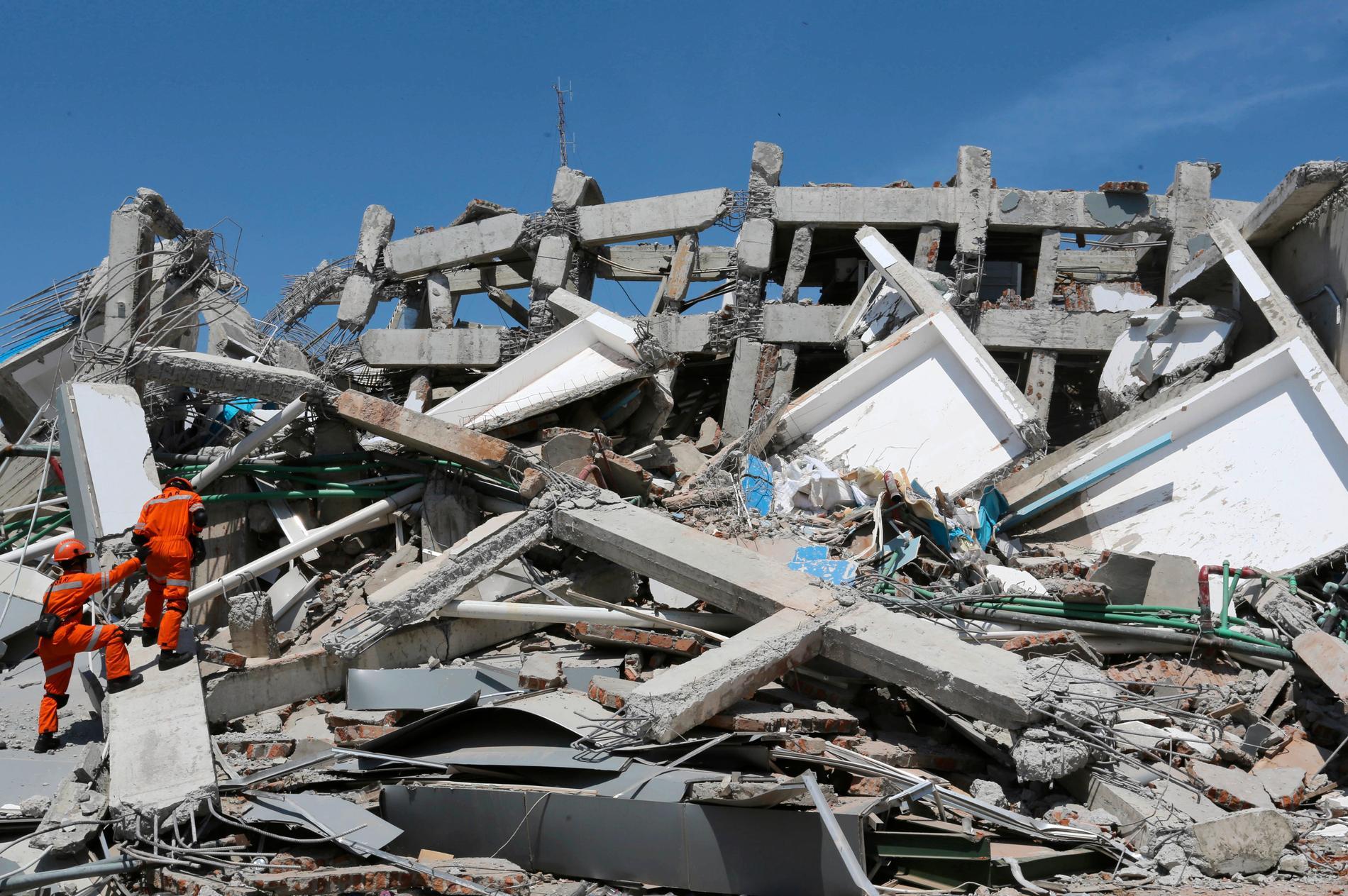 Ytterligare två jordbävningar har drabbat Indonesien. Bilden är från katastrofen på ön Sulawesi i förra veckan. Arkivbild.