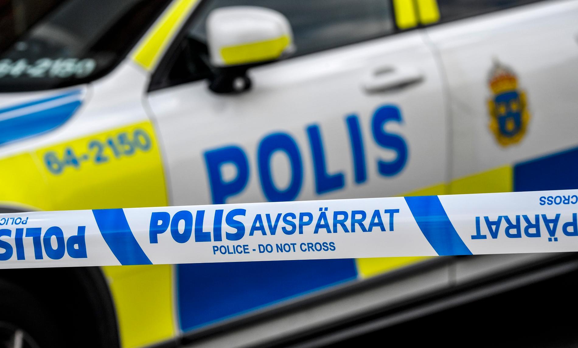 När polisen sökte efter en misstänkt tjuv hittades en man i vattnet vid Söder Mälarstrand i Stockholm. Nu har mannen avlidit. Arkivbild.