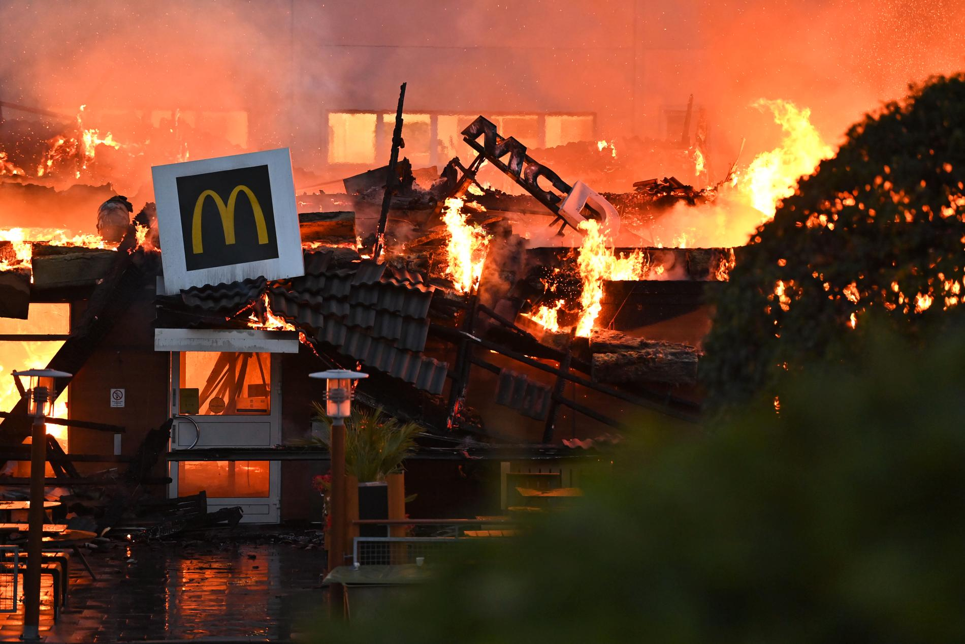 McDonaldsrestaurangen är totalförstörd.