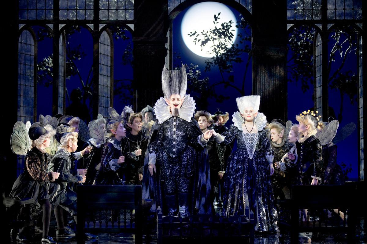 """Skogsvarelser i Benjamin Brittens """"En midsommarnattsdröm"""" på Malmö Opera."""