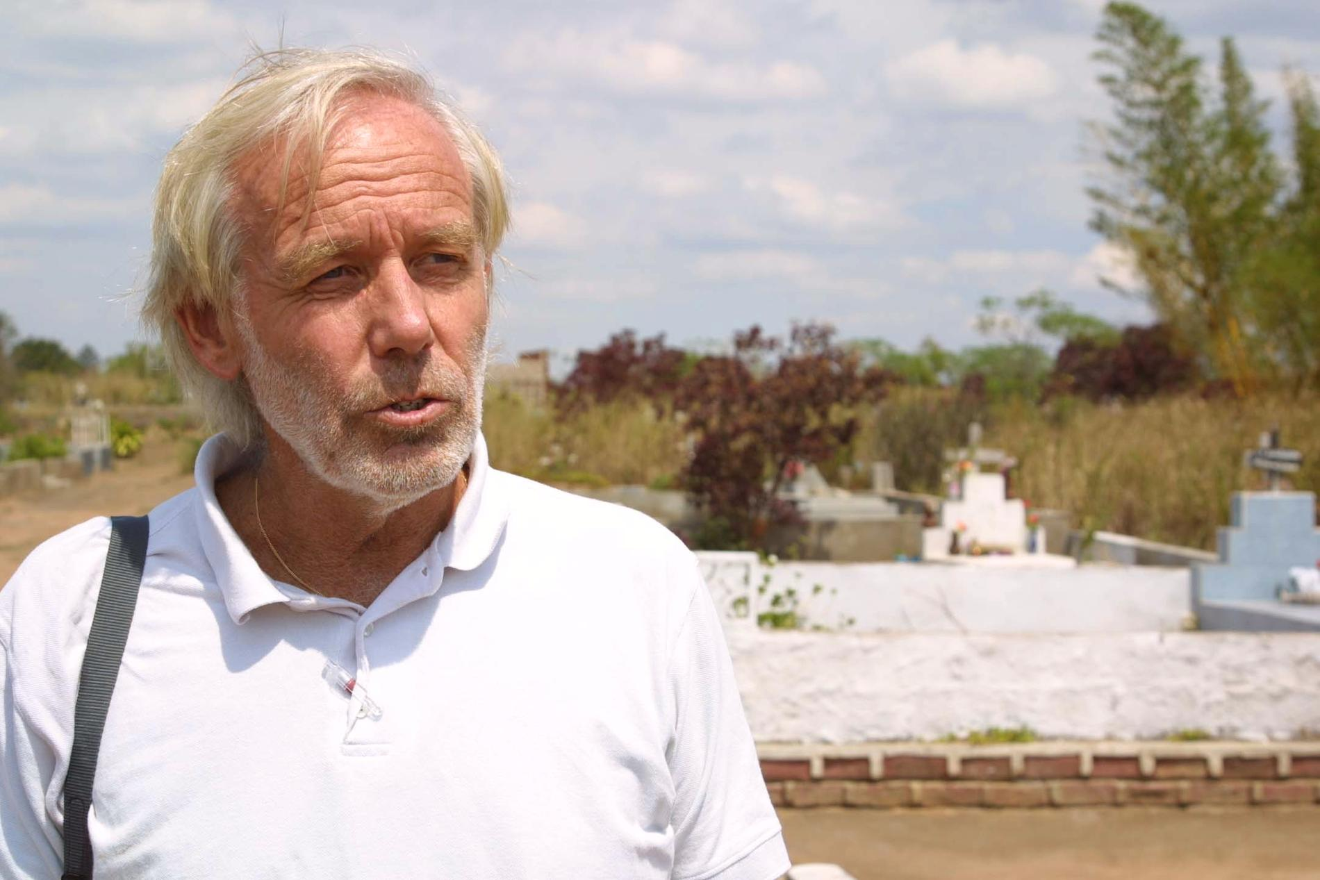 Staffan Bergström, pensionerad legitimerad läkare, har anmält sig själv för att ha försett en svårt sjuk man med en dödlig dos sömnmedel.