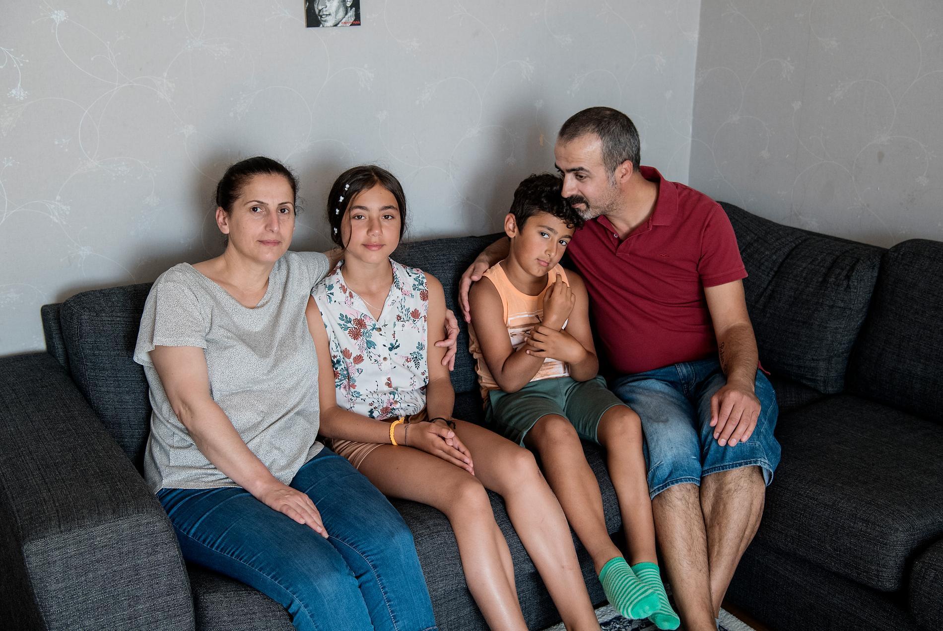 """Buket har bott hos familjen Kök i sex år. """"Hon är som en dotter för oss"""", säger Irfan."""