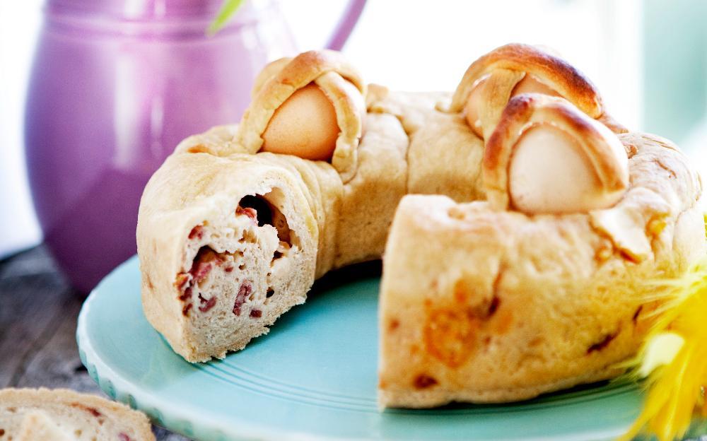 Påskbröd med ägg.