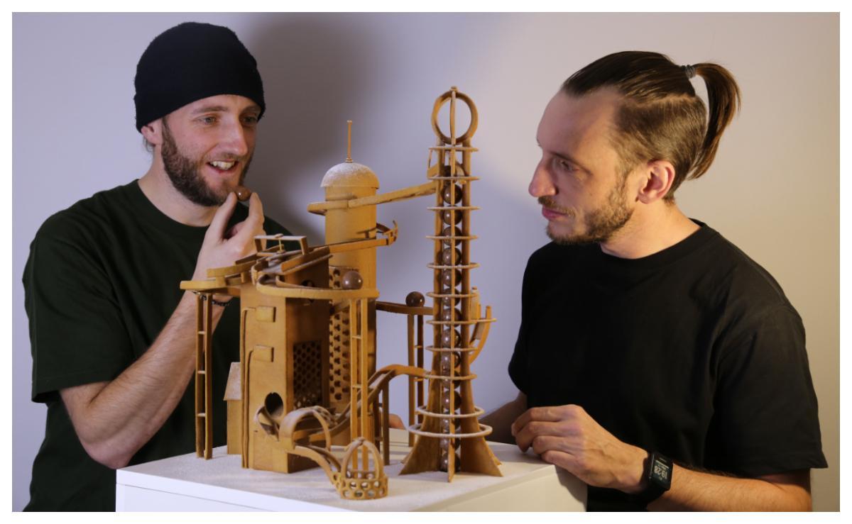 André och Sverker Högbom bygger pepparkakshus som är något alldeles extra.