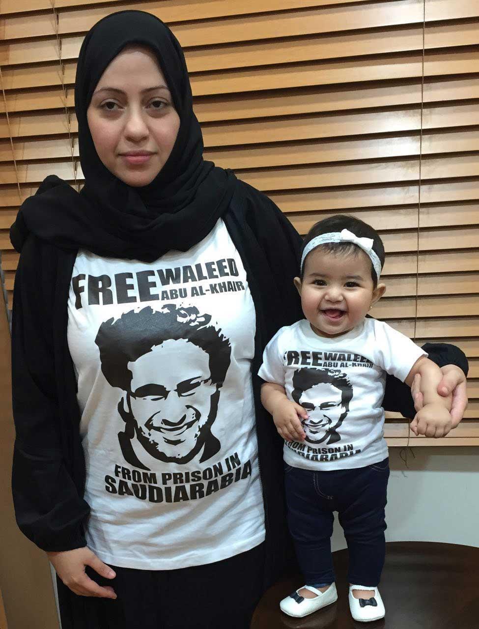 Samar Badawi med sin och Waleed Badawis dotter.