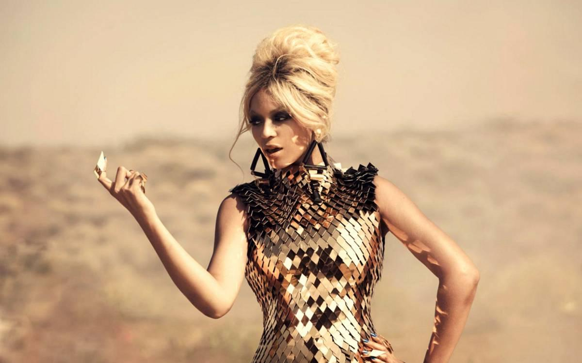 """Stark kvinna Budskapet i låten """"Run the world (girls)"""" från 2011 är kvinnlig styrka och musikvideon är en blandning av olika kulturer och tidsepoker."""
