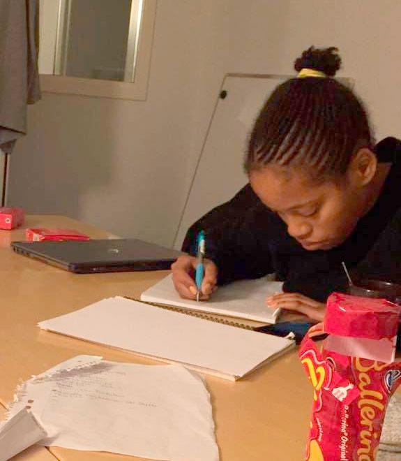 Selma Yohannes pluggar hårt för att hinna ikapp.