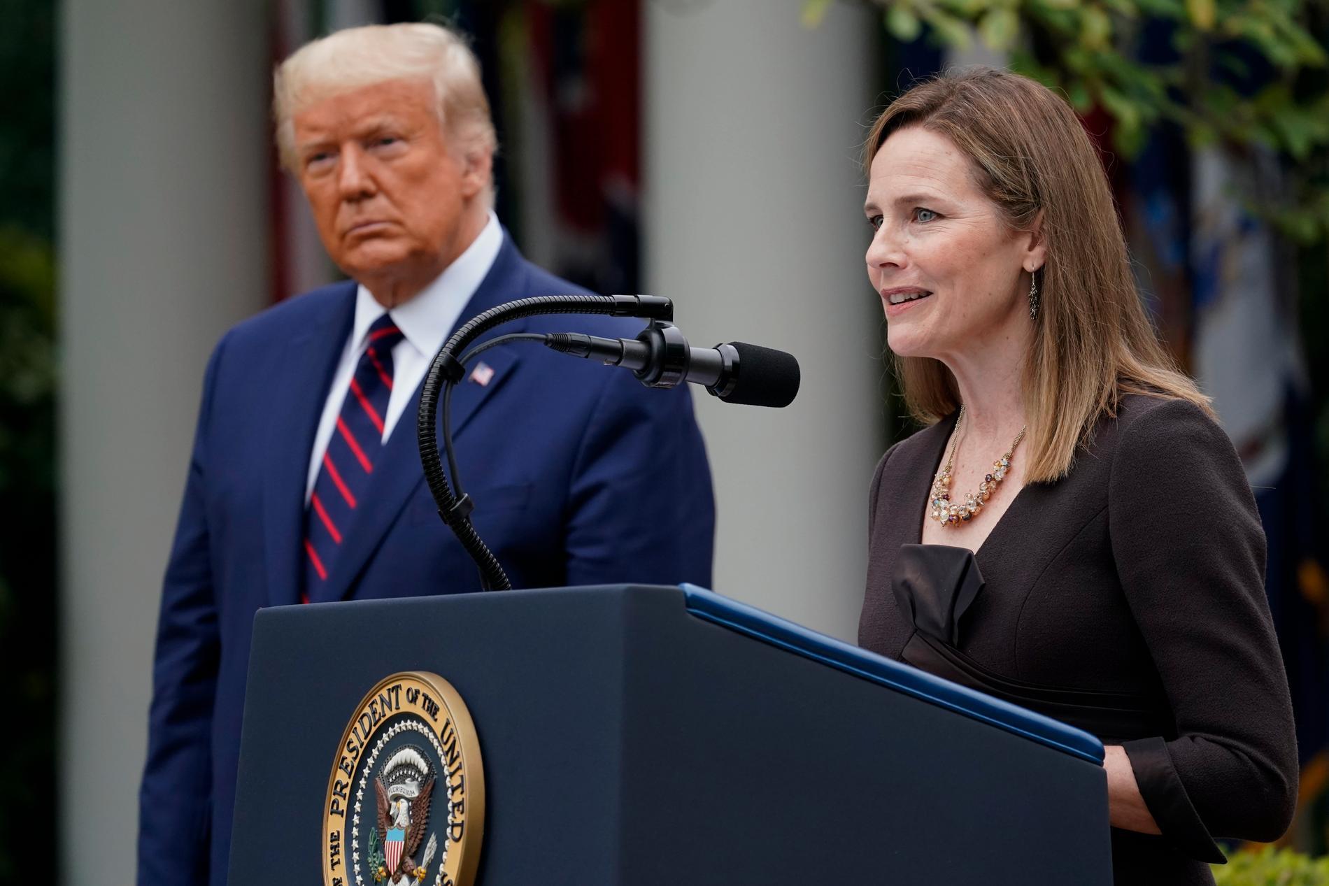 Amy Coney Barrett och Trump.