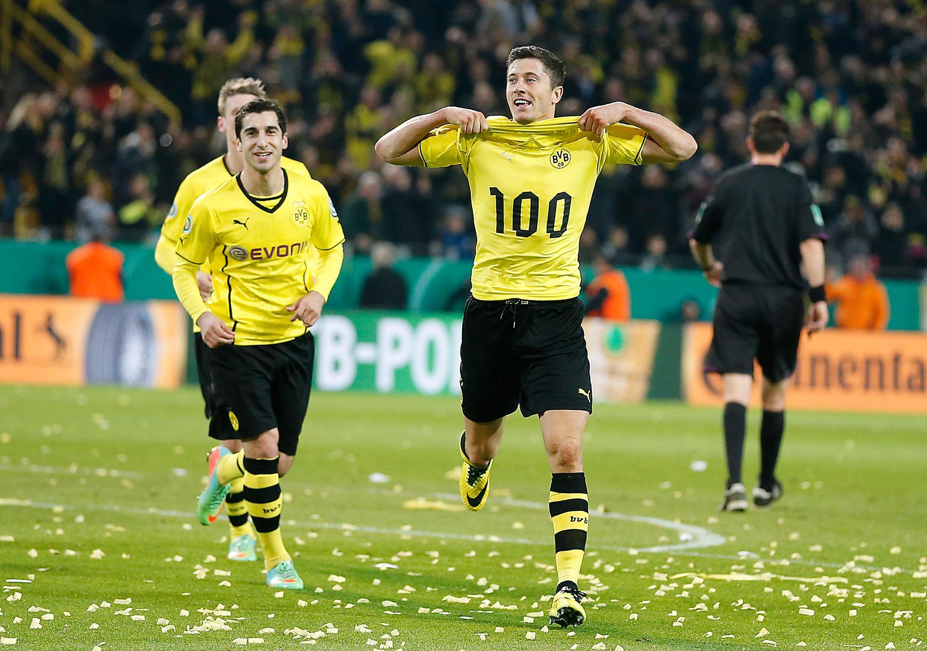 Lewandowski firar sitt 100:e mål för Dortmund.