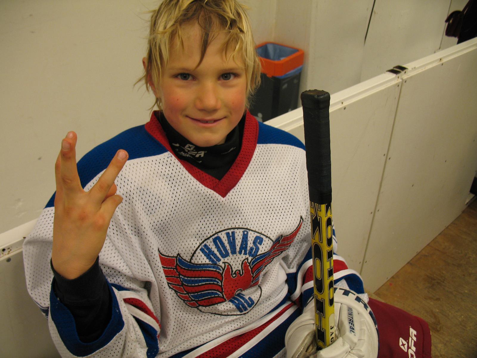 Elmer i hemmaklubben Hovås HC. Har precis stänkt in tre mål.